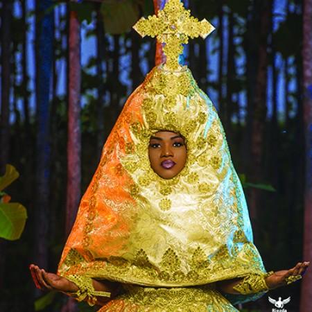 Pélagie la Vibreuse! Les fans ne comprennent pas encore sa robe.