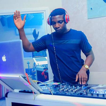 Dj Energy Compressor : ''… Les DJs au Bénin sont très mal payés et mal traités,  pourtant ce n'est pas facile de travailler la nuit  dans la fumée et avec tous les risques…''